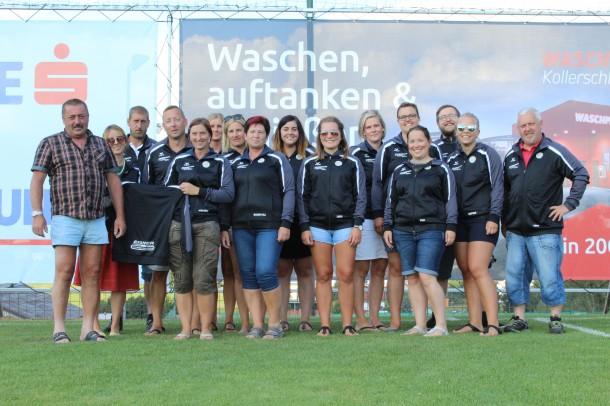 Auch das Buffetteam wurde mit neuen Trainingsjacken ausgestattet. Herzlichen Dank an Adolf Eisner (www.erbau-eisner.at) und Wilfried Kasberger (www.kasberger.info) für die großzügige Unterstützung!