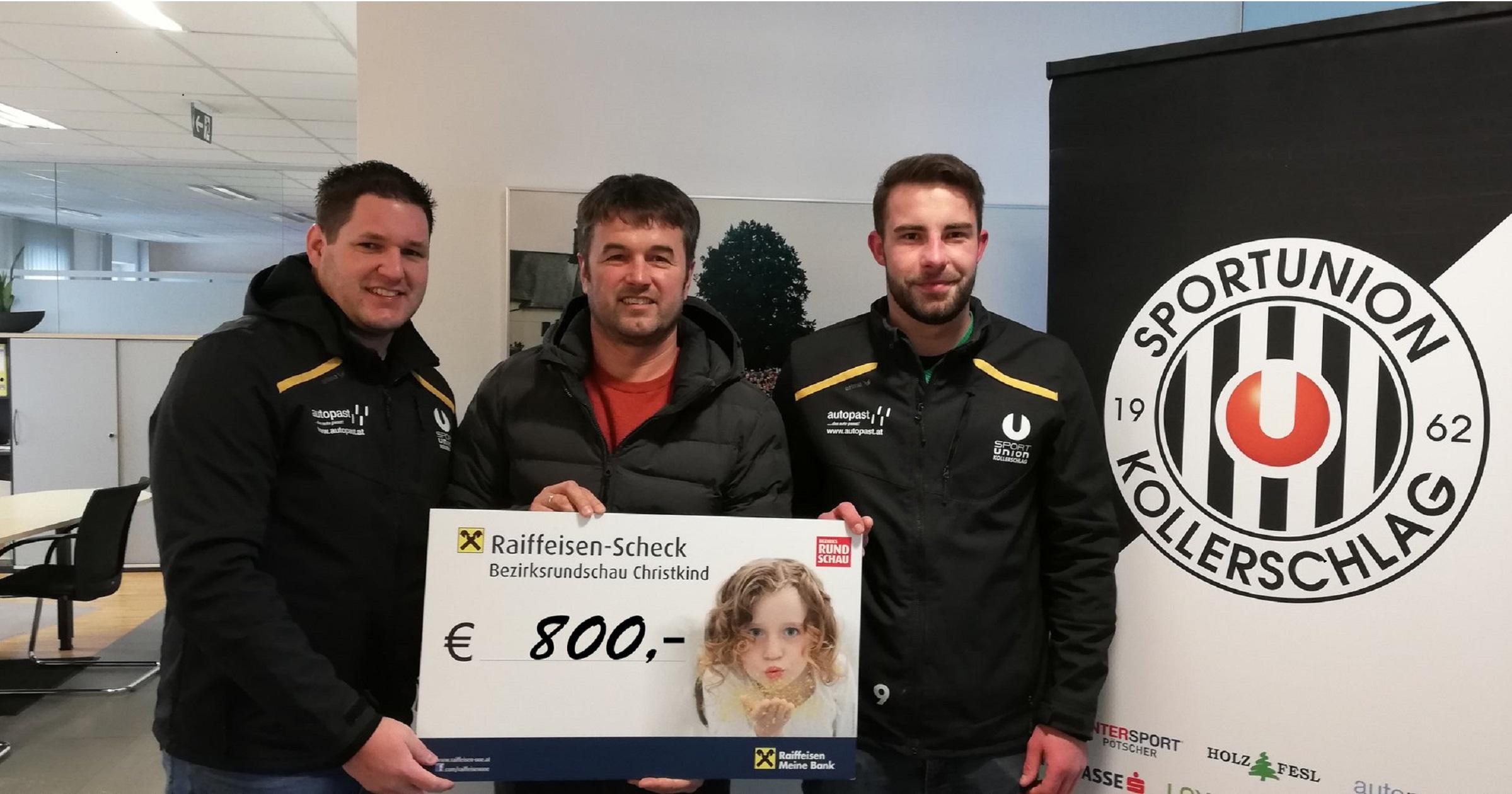Das Punschtrinken hat sich ausgezahlt: 800 Euro gehen an die Christkind-Spendenaktion
