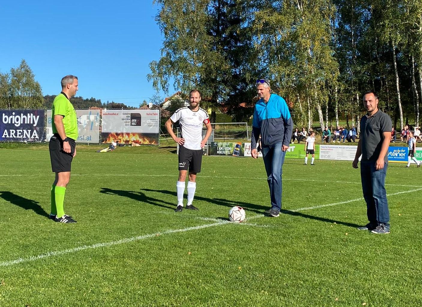 Ein herzliches Dankeschön an unseren Matchsponsor und Premium-Partner Intersport Pötscher (2.v.r. Gerald Trautner) sowie an den Matchballsponsor Fa. ÖkoFEN (1.v.r. Franz Baumüller)